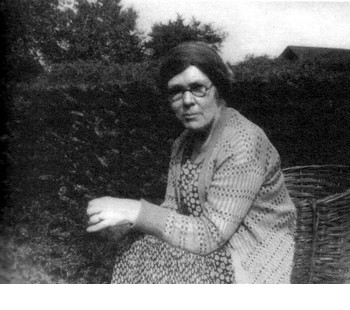 Dorothy Richardson in 1932, about a year after Dawn's Left Hand was published