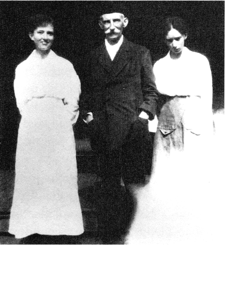 Grace Cossington Smith with her father and sister Madge (1919)